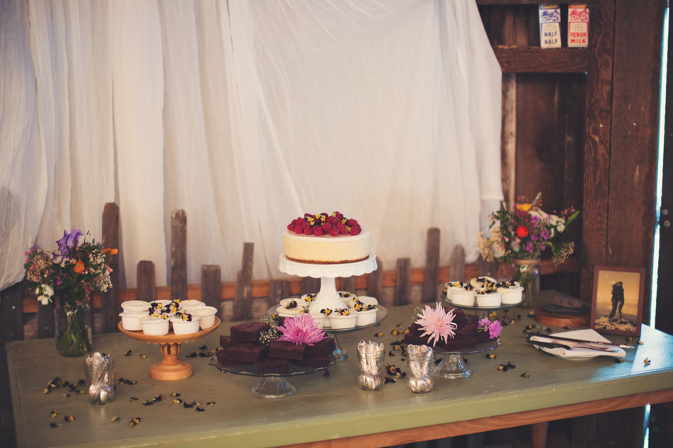 Barn wedding Bolinas - Mann Family Farm ©Anne-Claire Brun0117