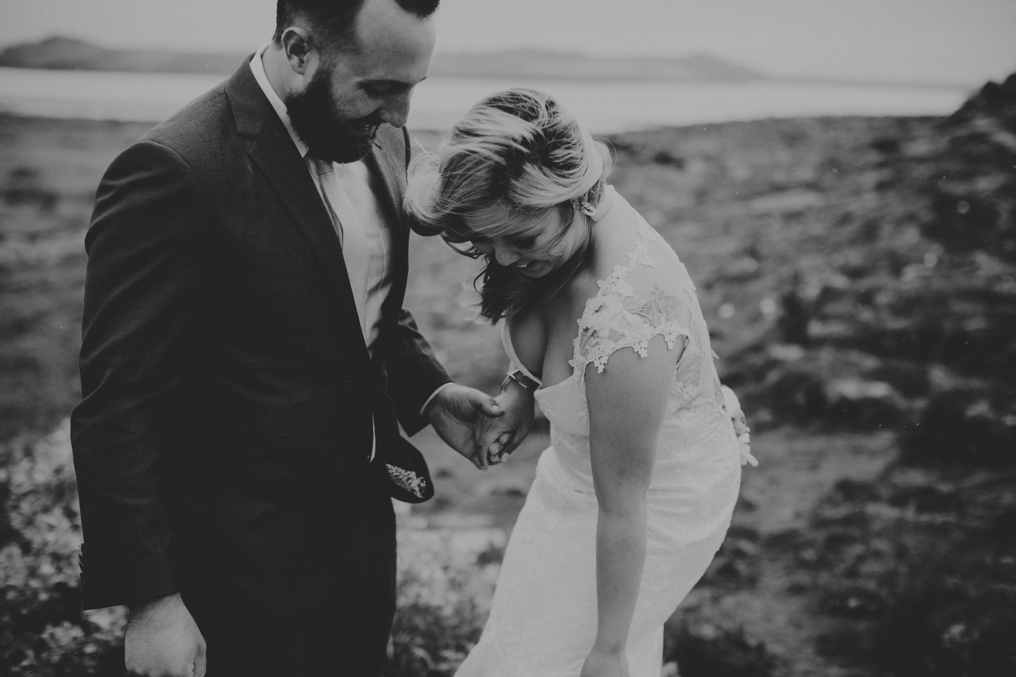 elopement photographer iceland ©Anne-claire Brun