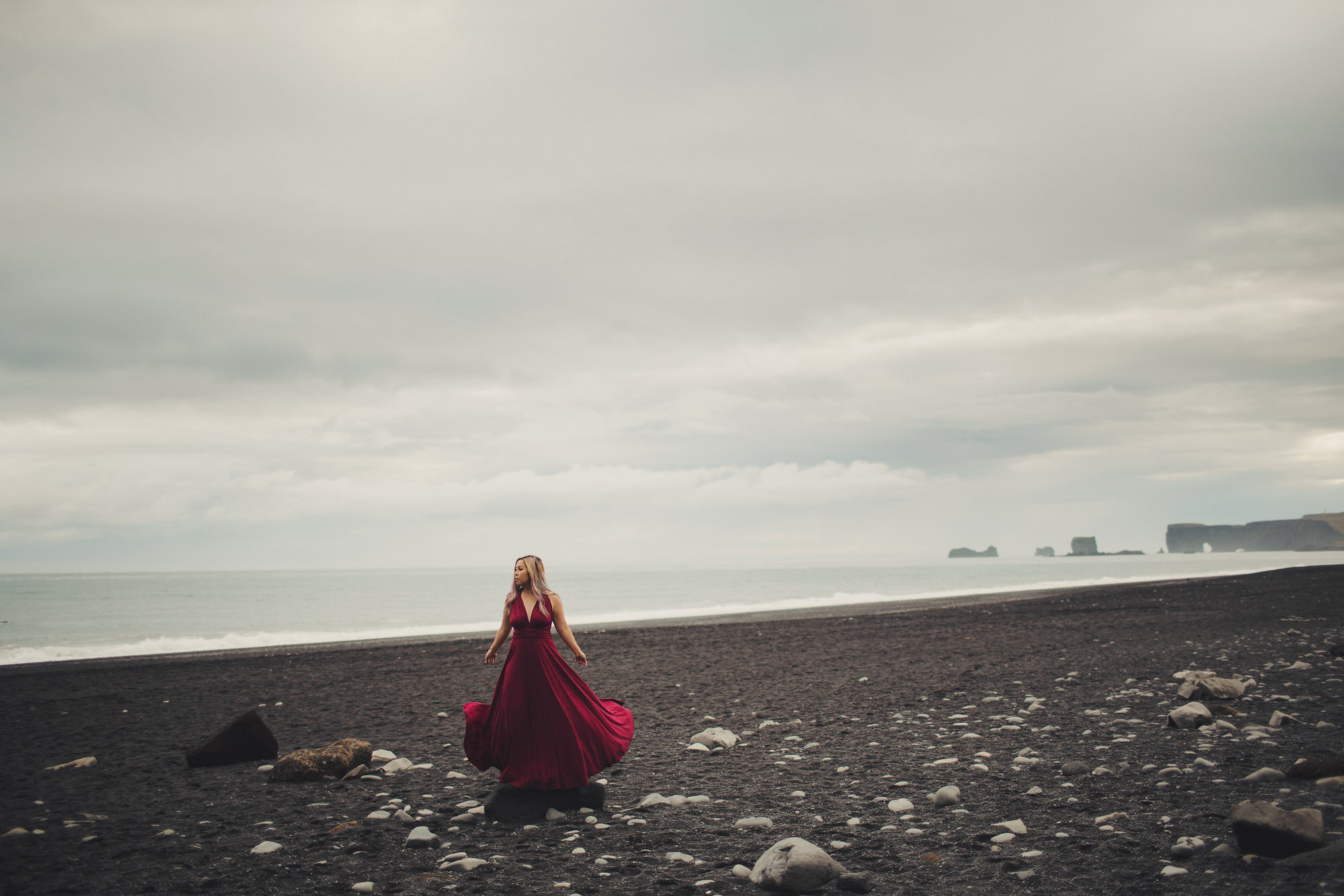 Wedding photographer Reynisfjara beach iceland
